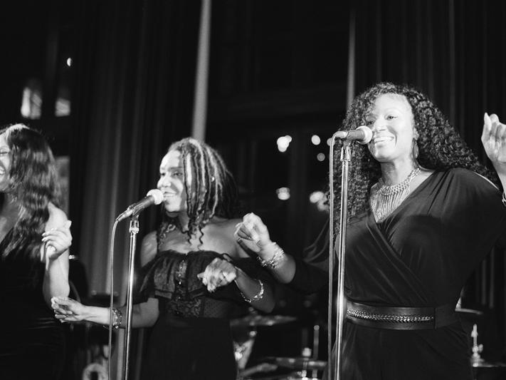 Female vocalists for Kustom Made band